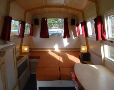 Caravan kussens opnieuw gestoffeerd en gordijnen gemaakt